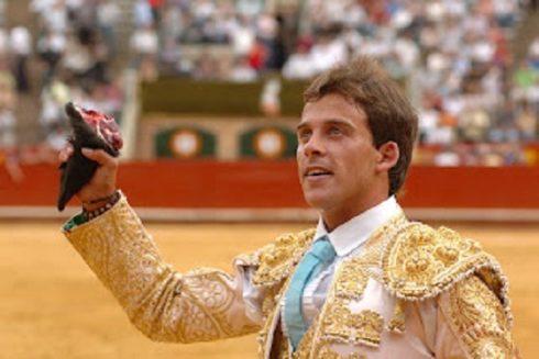 Paco Ramos, oreja y grata impresión con los adolfos en Castellón