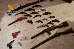 Armas confiscadas por la Guardia Civil.