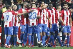 El Sporting se impone con polémica en el derbi asturiano