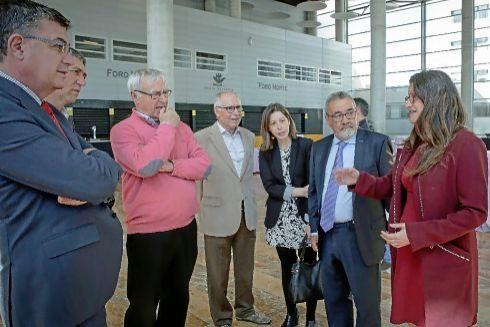 Mónica Oltra junto al presidente de Feria Valencia y varios cargos públicos de Compromís.