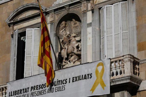 Jordi <HIT>Soteras</HIT> Catalunya Barcelona 19/03/2019 Reunion de Gobierno en el Palau de la Generalitat en la foto lazo amarillo en la fachada del Palau Foto Jordi <HIT>Soteras</HIT>