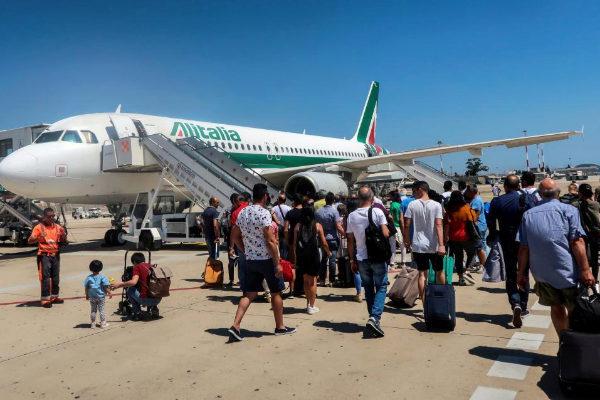 Un vuelo de Alitalia en el aeropuerto de Cagliari.