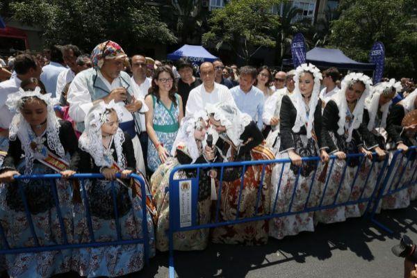 El ex alcalde socialista Gabriel Echávarri en la mascletà de Hogueras de 2017, en las que se pagó una extra a un grupo de asesores.