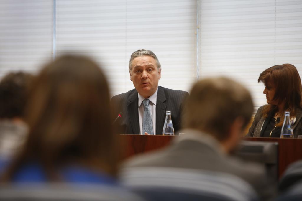 Alfredo Prada, en una comisión de investigación en la Asamblea.