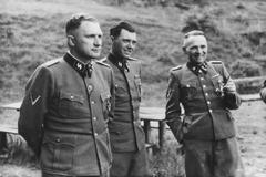 Altos oficiales de las SS en Polonia en 1944.