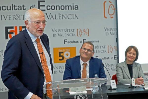El presidente de Mercadona, Juan Roig, durante su conferencia.