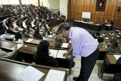 Examen de oposiciones en la Universidad Complutense de Madrid.