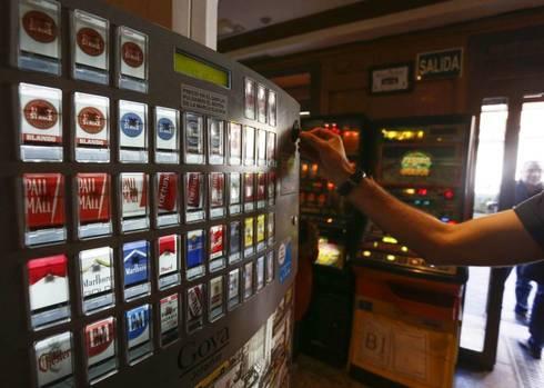 Máquina expendedora de tabaco.