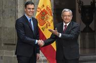 El presidente de México, Andrés Manuel López Obrador, recibe al español, Pedro Sánchez, en el Palacio Nacional el pasado enero.
