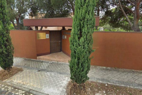 Entrada principal de la Embajada de Corea del Norte en Madrid.