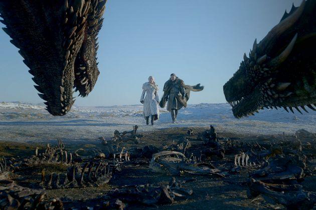 Daenerys Targaryen (Emilia Clarke) y Jon Nieve (Kit Harington) en la última temporada de Juego de Tronos en HBO