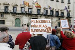 Un grupo de pensionistas, durante una concentración en Alicante.