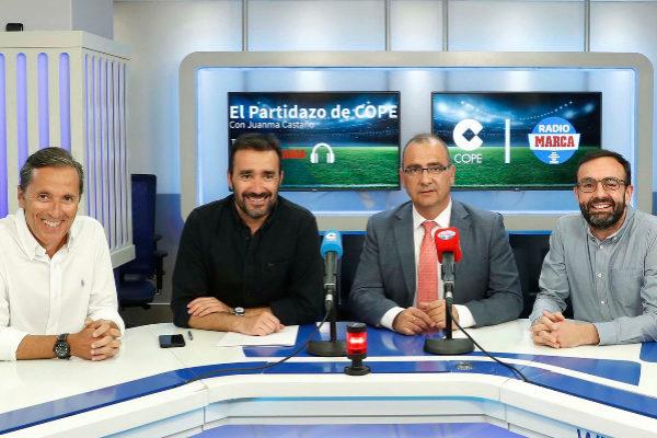 Juan Ignacio Gallardo y  Edu García, de Radio Marca, junto a Juanma Castaño y Paco González, de Cope.