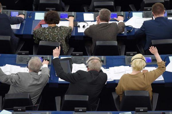Miembros del Parlamento Europeo durante la votación.