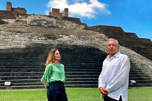 El presidente y la primera dama mexicanos, Andrés Manuel López...