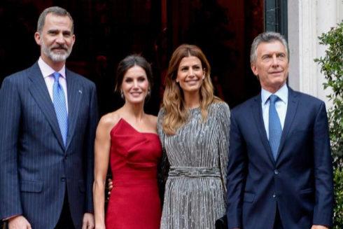 Los reyes de España junto al presidente argentino, Mauricio Macri, y su esposa, Juliana Awada.
