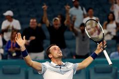 SB01. MIAMI (EE.UU.), 26/03/2019.- El tenista español Roberto <HIT>Bautista</HIT> celebra luego de derrotar al serbio Novak Djokovic durante un partido del Abierto de Tenis de Miami este martes, en Miami (EE.UU.).