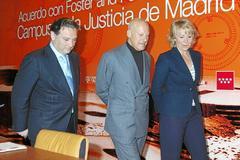 Alfredo Prado, Norman Foster y Esperanza Aguirre en 2006.