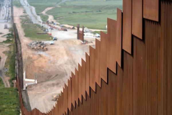 El muro en la frontera con México a la altura de Tijuana (Baja California).
