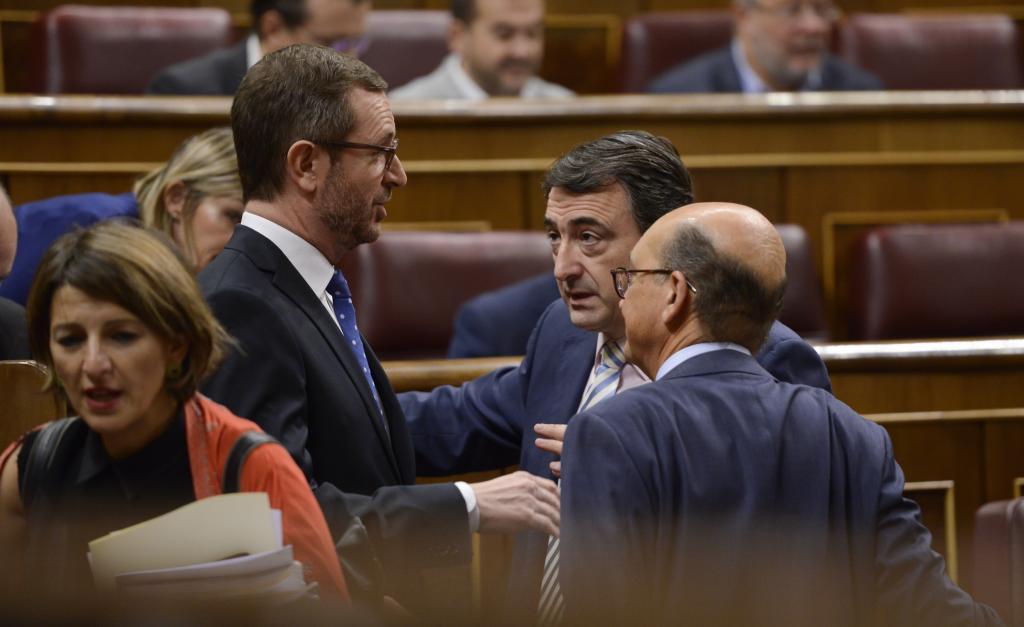 Javier Maroto (PP) y Aitor Esteban (PNV). en el Congreso.