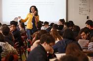 Alumnos de un colegio de los jesuitas en Barcelona que ha reducido el fracaso y el abandono con nuevas pedagogías.