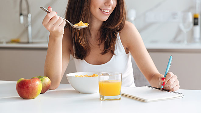 Escribir lo que comes te hará llevar un control de tu dieta