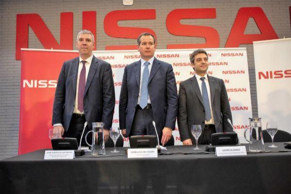El presidente de <HIT>Nissan</HIT> Europa, Gianluca de Ficchy; el responsable de fabricación de la alianza Renault-<HIT>Nissan</HIT>, José Vicente de los Mozos, y el consejero director general de <HIT>Nissan</HIT> Motor Ibérica, Genís Alonso.