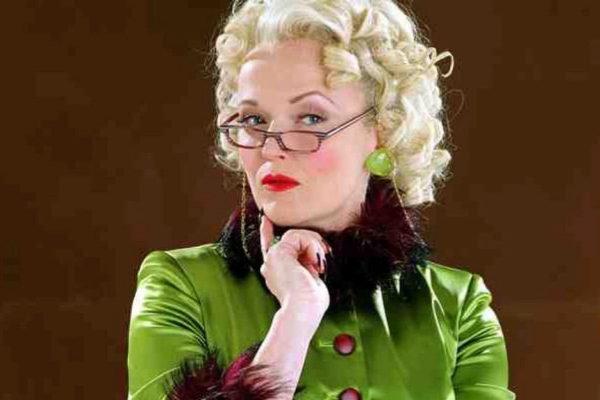 Miranda Richardson, como Rita Skeeter, personaje de la saga de Harry Potter.