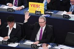 Axel Voss, ponente del texto, en la votación de este martes en Estrasburgo.