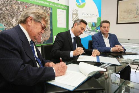 José Antonio Andújar, César Sánchez y Francisco Saéz, en la firma del convenio.