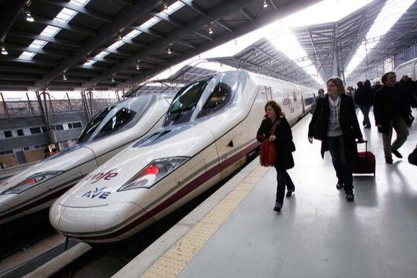 Tren AVE en la estación María Zambrano, en Málaga.