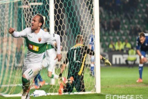 Nino celebra un gol.