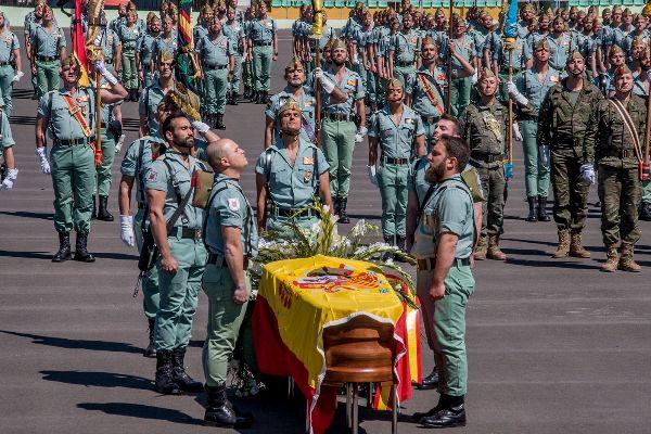 Compañeros de la Legión despiden a Alejandro Jiménez.