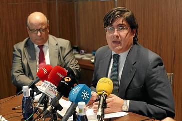 El abogado Álvaro Pimentel, en una rueda de prensa.
