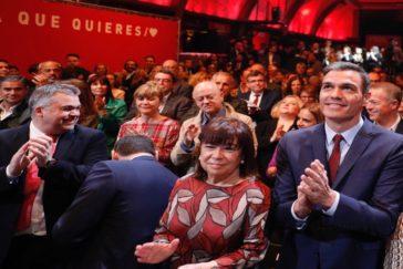 El presidente del Gobierno, Pedro Sánchez, junto a la presidenta del PSOE, Cristina Narbona