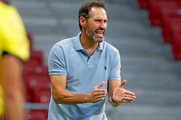 Vicente Moreno, dando órdenes desde la banda en un partido de esta temporada.