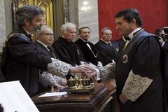José Luis Requero saluda al presidente del CGPJ Carlos Lesmes, en 2014.