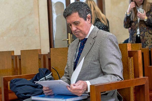 Jaume Matas, en el banquillo.