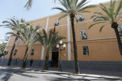 Fachada principal de la Comandancia de la Guardia Civil de Alicante.