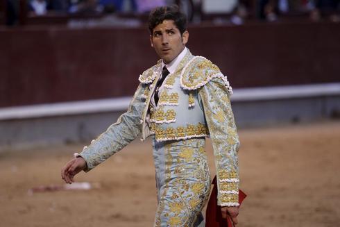Serafin Marin durante su faena con el sexto toro en la Plaza de las...