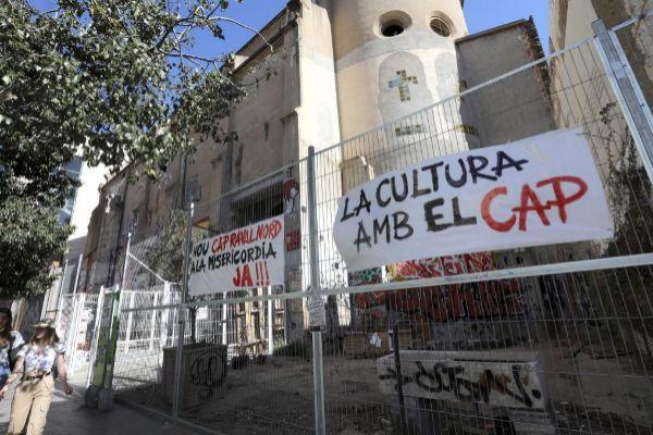 Pancartas que piden la construcción del CAP.