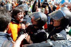 Tres diputados de Podemos, implicados en un enfrentamiento entre Policía y trabajadores
