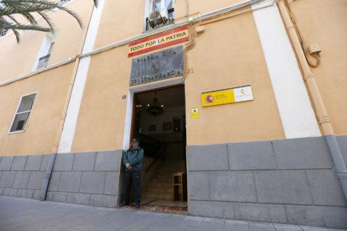 Entrada principal de la Comandancia de la Guardia Civil de Alicante.
