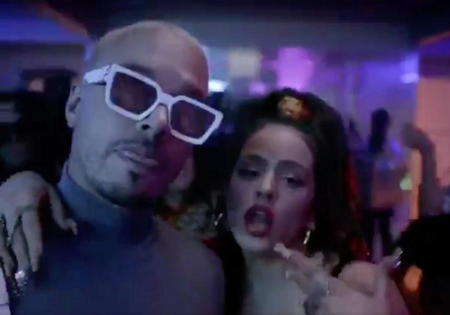 J Balvin y Rosalía en el videoclip de la canción Con altura