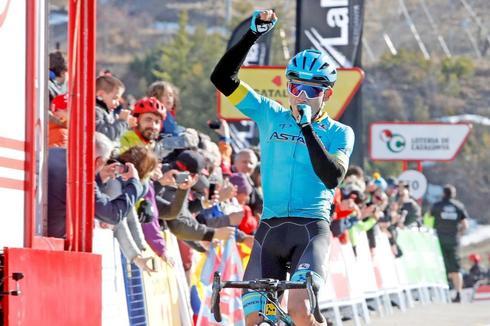 GRAFCAT6454. ALP (GIRONA).- El colombiano Miguel Ángel López (Astana) se impone en la cuarta etapa de la <HIT>Volta</HIT> Ciclista a Catalunya de 150,3 kilómetros entre Llanars (Girona) y La Molina, y se convierte en el nuevo líder de la carrera tras exhibirse en la última ascensión de la jornada.