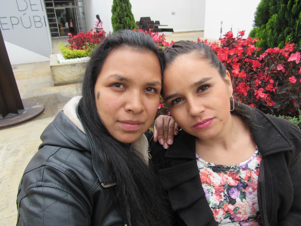 Yamile Noscúe y Lorena Murcia, ex guerrilleras de las FARC.