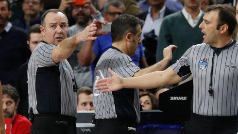 García González, Pérez Pérez y Benjamín Jiménez, durante la polémica final.