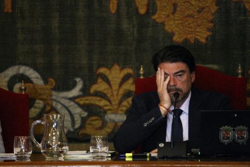 El alcalde de Alicante, Luis Barcala, durante el pleno municipal.