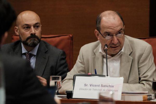 Los directores de Catalunya Ràdio, Saül Gordillo, y de TV3, Vicent Sanchis, en el Parlament en una imagen de archivo