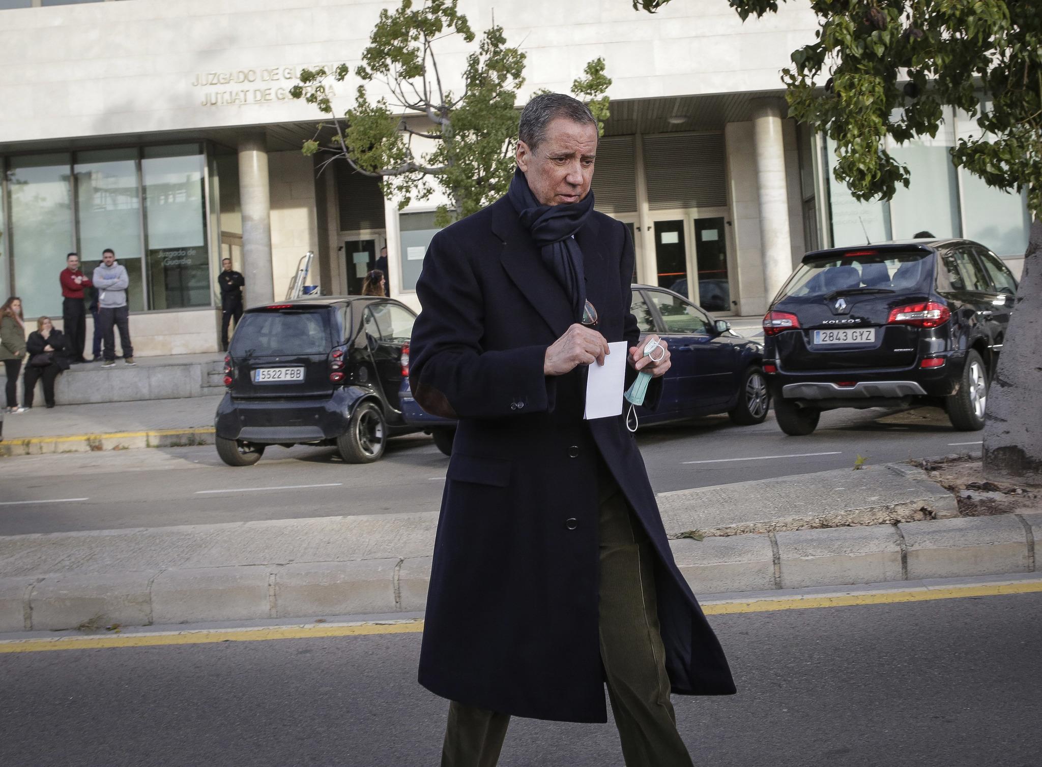 Zaplana, tras fichar en el juzgado de guardia de la Ciudad de la Justicia de Valencia.